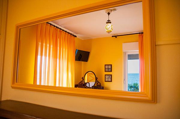 camera-gialla5